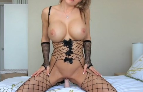 She is a pro  JOI and cums <!-- width=