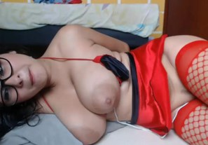 Big titty girl plays with mini vibrator and squirts