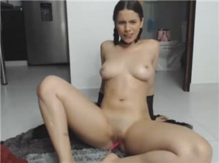 Cam babe masturbates with lovense toy