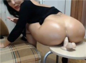 Romanian girl anal rides on Chaturbate cam <!-- width=