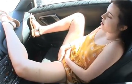Naked blonde dildoing in the car