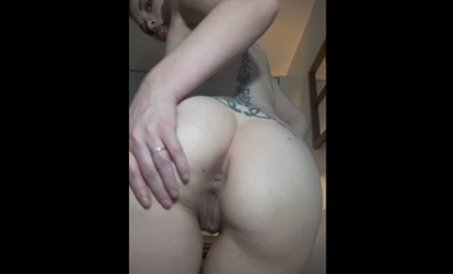 Reddit girl takes off her panties