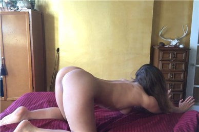 Reddit girl badgogo stretches like a cat <!-- width=