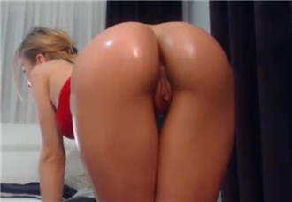 Sexy blonde show her hot round ass <!-- width=