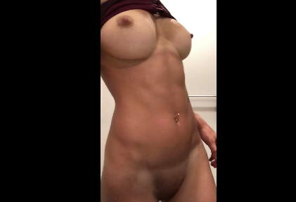 Reddit girl cuntnugget-22 shows her sporty body <!-- width=