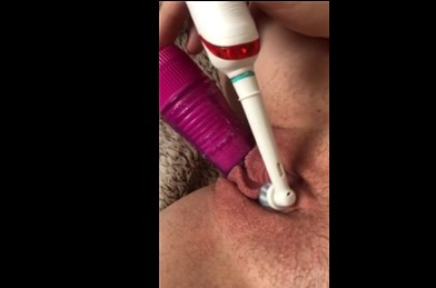 Amateur girl stimulation clit with electric toothbrush <!-- width=