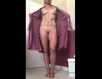 Reddit girl lowkeyeggo undressing robe