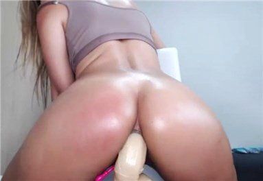 Camgirl closeup anal dildoing <!-- width=