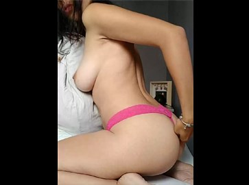 Reddit girl LoveAuLait shows her nice round ass