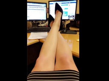 Reddit girl imaclassylady is at work without panties <!-- width=
