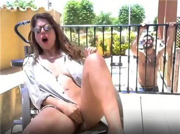 Crazy girl masturbates with vibrating toy on balcony