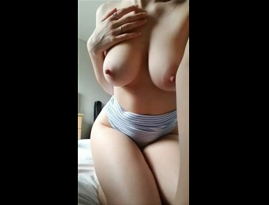 Reddit girl JustViolet teases with big boobs