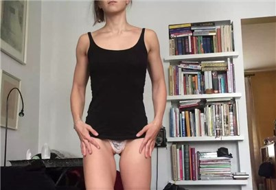 Reddit girl mewforyew shows her sporty body