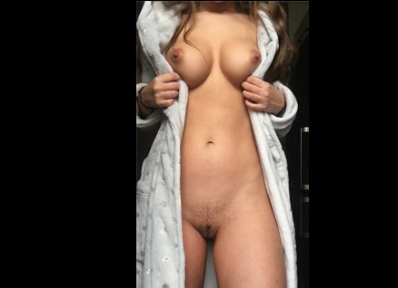 Reddit girl LilithMischievous shows her sexy body
