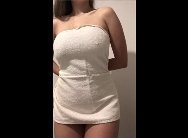 Busty girl emilys_sexy_panties shows towel off