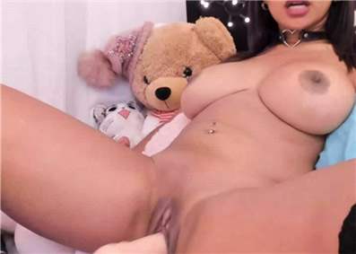Cute Asian camgirl shows dildoplay