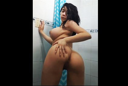 Brazilian reddit girl bbflerken shows her big boobs