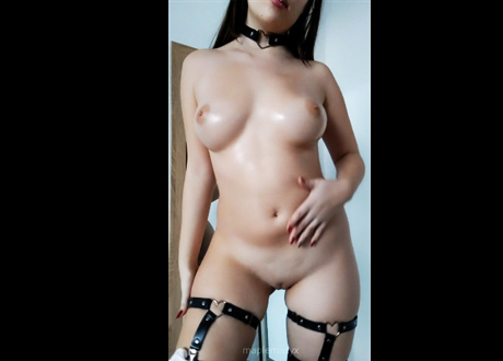 Blonde with perfect tits plays with ohmibod