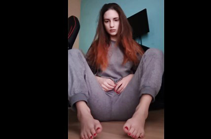 Gorgeous cam girl with smoking hot body gets off
