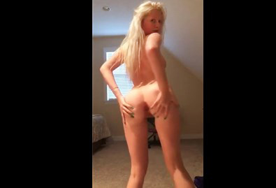 College girls shaking their ass <!-- width=