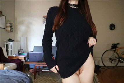 Young brunette shows bouncing boobs on webcam