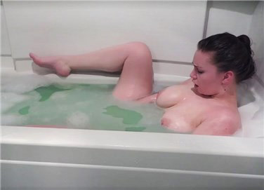 Horny girl masturbates in the bath <!-- width=