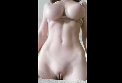 Busty Reddit girl firtsbornunicorn quick flashing