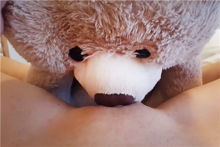 Teddy bear eat pussy and she squirt <!-- width=